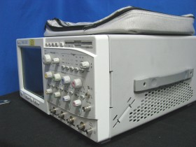Agilent 54845A - 4-Channel Infiniium Series Oscilloscope Side-view